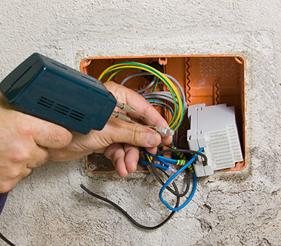 electrical danger in wall cables3